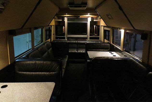 28 Passenger VIP Sleeper Motorcoach With Leather Seats